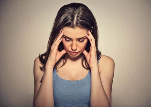 Kobieta mająca problemy z pamięcią