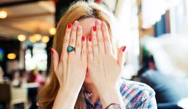 Jak pokonać wstyd? Poznaj 5 skutecznych sposobów!