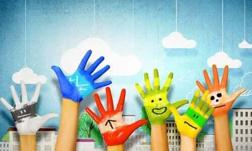 Pomalowane dłonie - rola sztuki w rozwoju dziecka