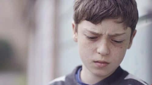 Smutny chłopiec - choroba afektywna dwubiegunowa u dzieci
