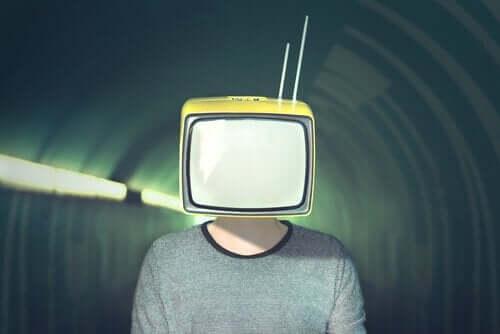 Człowiek z telewizorem zamiast głowy