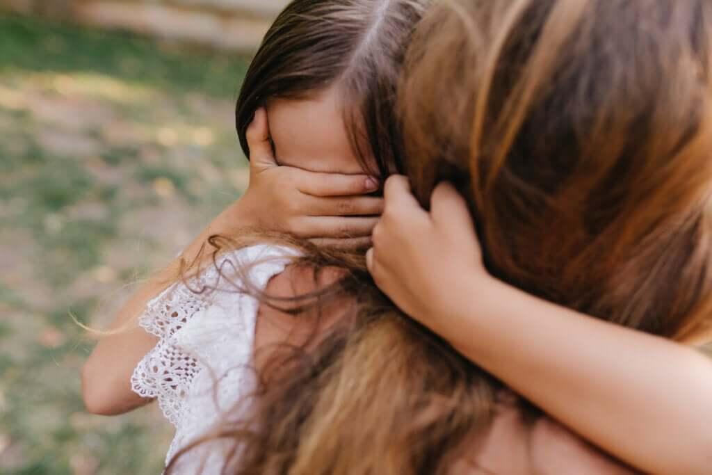 Jak pomóc dziecku przezwyciężyć traumę?