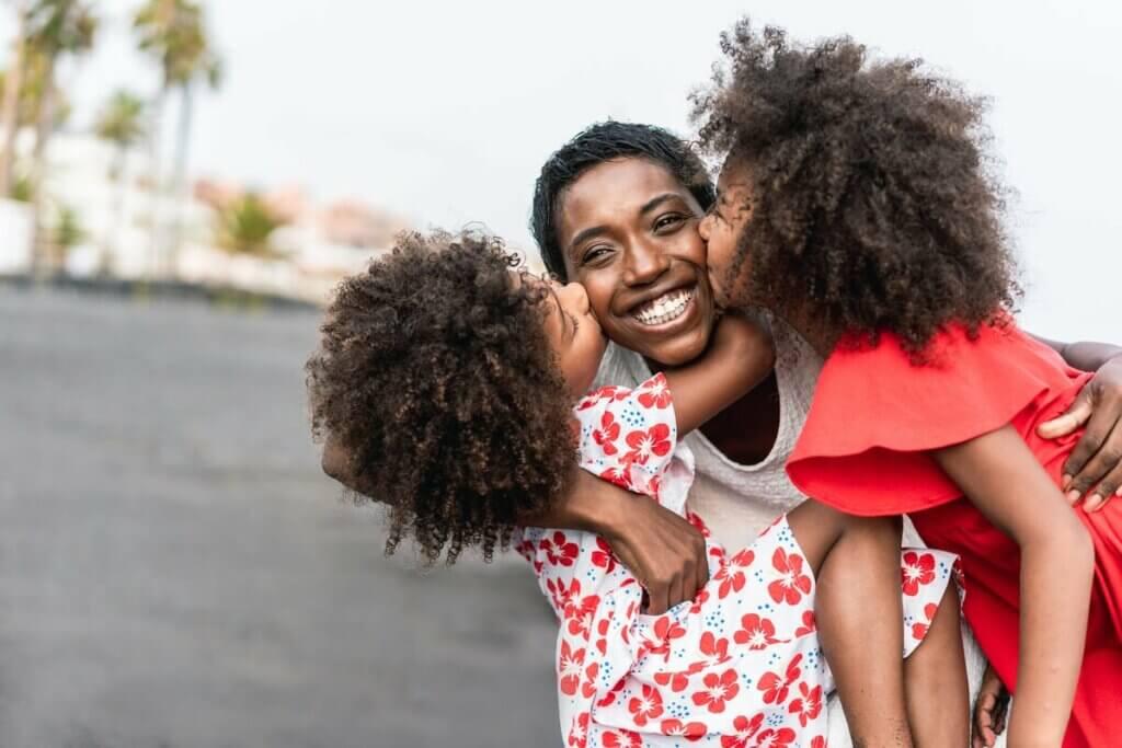 Kobieta z bliźniaczkami