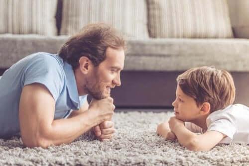 Tata z synem na dywanie