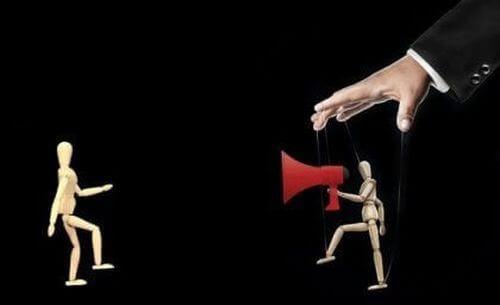 Teoria ramowania i manipulacja mediami