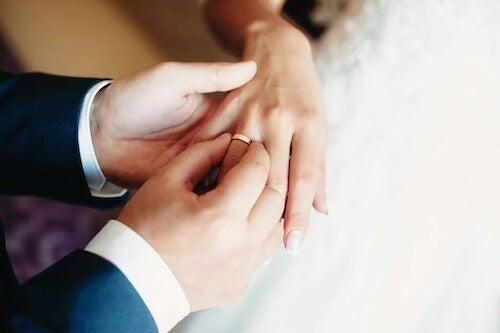 Czym jest bigamia? Dowiedz się więcej na jej temat!