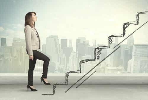 Kobieta przed schodami
