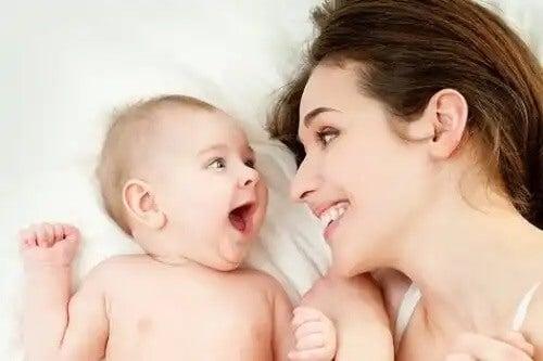 Komunikacja niemowląt z matką