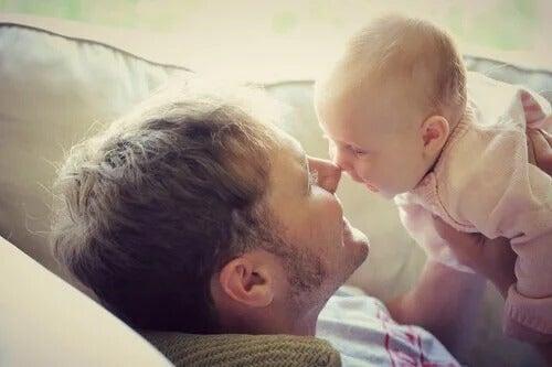 Komunikacja niemowląt – co to takiego?