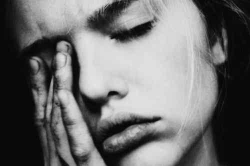 Cierpiąca kobieta - udręka