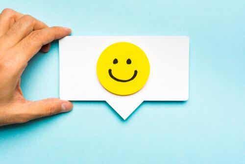 Kartonik z uśmiechem
