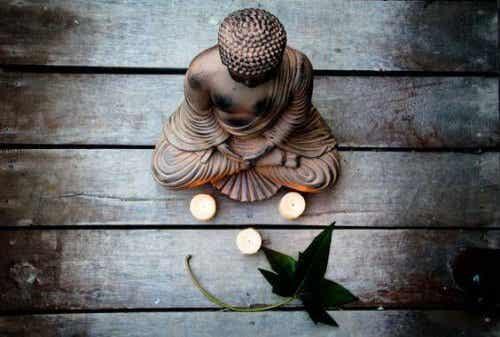 Posążek Buddy - Szlachetna Ośmioraka Ścieżka