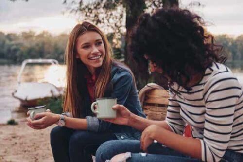 Przyjaciółki na kawie - jak wyrazić wdzięczność przyjaciołom