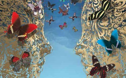 Twarze z motylami