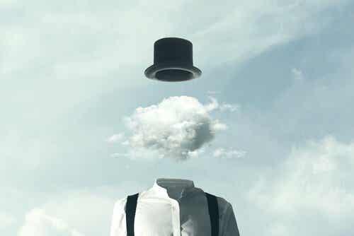 Głowa z chmur