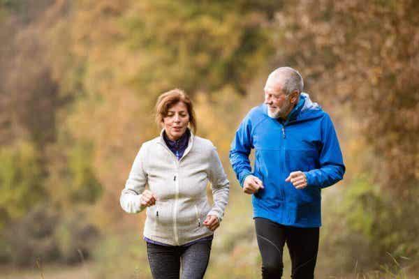 Starsza para biegaczy