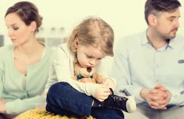 Obrażeni rodzice - pozostanie razem dla dziecka to zły pomysł