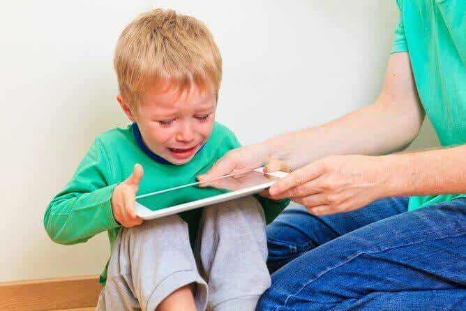 Elektronika pobudza dzieci i wpływa na ich nastrój
