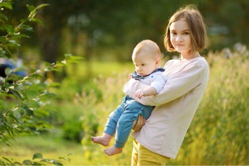 Wychowywanie dziecka i nastolatka - 3 różnice