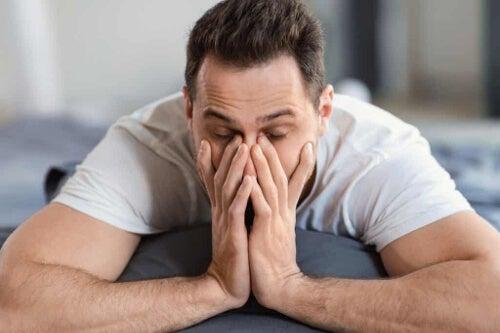 Zmęczony mężczyzna - frustracja