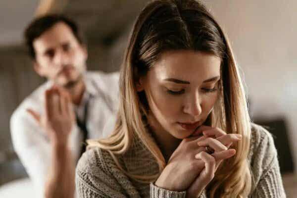 Kłócąca się para - niezdrowa miłość
