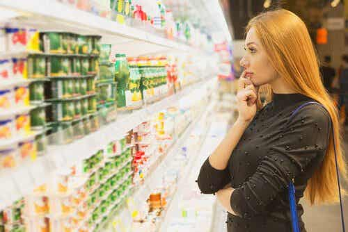 Kobieta podczas zakupów