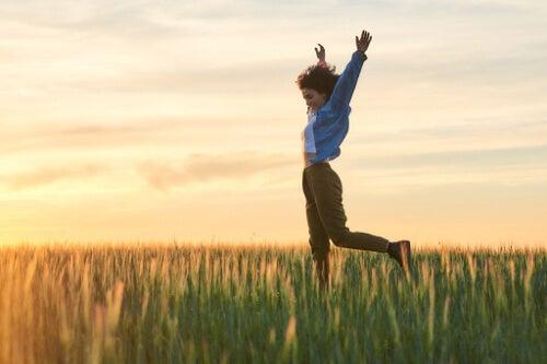 Szczęśliwość - w jakim wieku odczuwamy ją najpełniej?