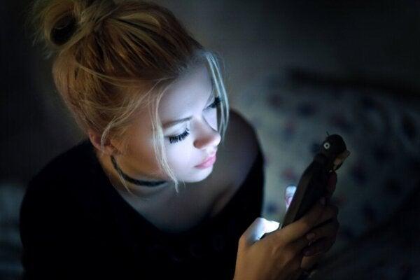 Media społecznościowe nie tylko nie łagodzą nudy, ale wręcz ją potęgują